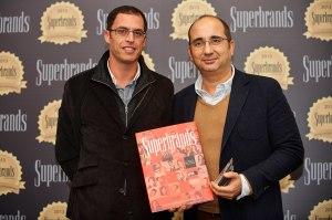 João Lobo, director de marketing e António Mendes, director de programação da RFM na cerimónia de entrega dos prémios Superbrands