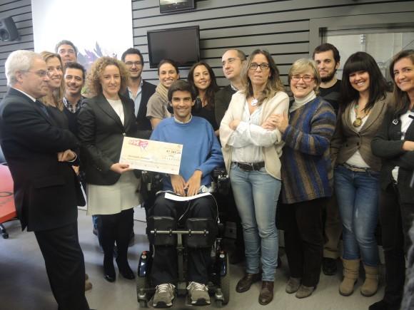 Equipa da RFM entrega cheque da campanha de Natal 2012 à Associação Salvador