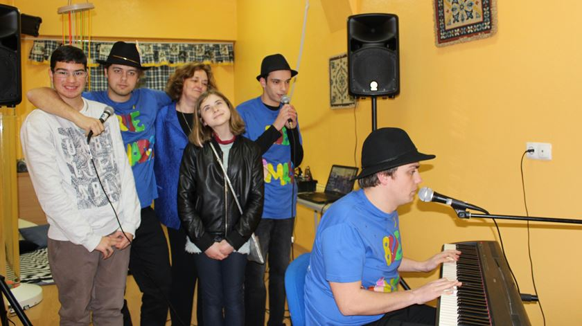 os_bueanimados_grupo_musical_de_jovens_autistas7819d483_base